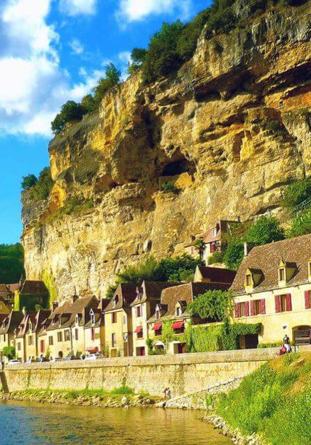 La-Roque-Gageac-near-castel-bike-dordogne-perigord-noir